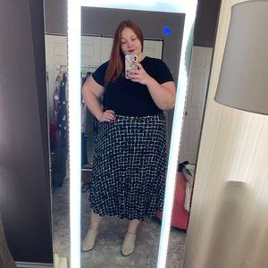 Dresses & Skirts - Black and white midi skirt